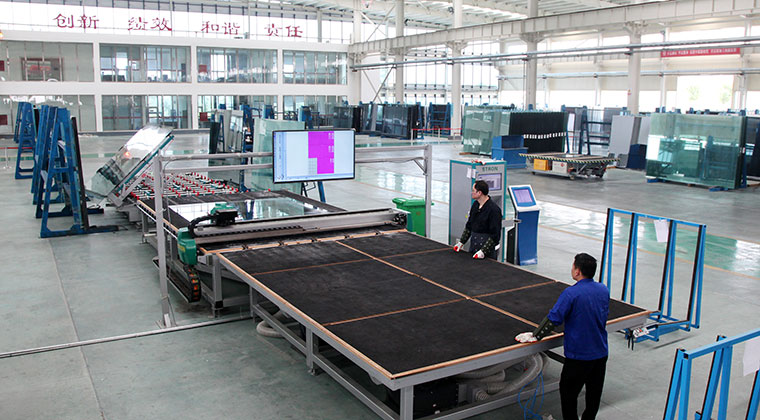 New upgrade - automatic glass labeling machine STRON glass new appearance at Canton Fair